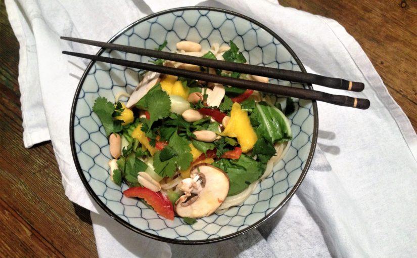 Fruchtiger Reisnudelsalat und noch ein frohes Neues!
